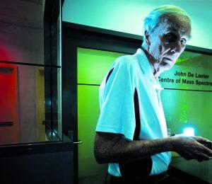 Professor John de Laeter in 2008. Credit: Grant Currall/Business News