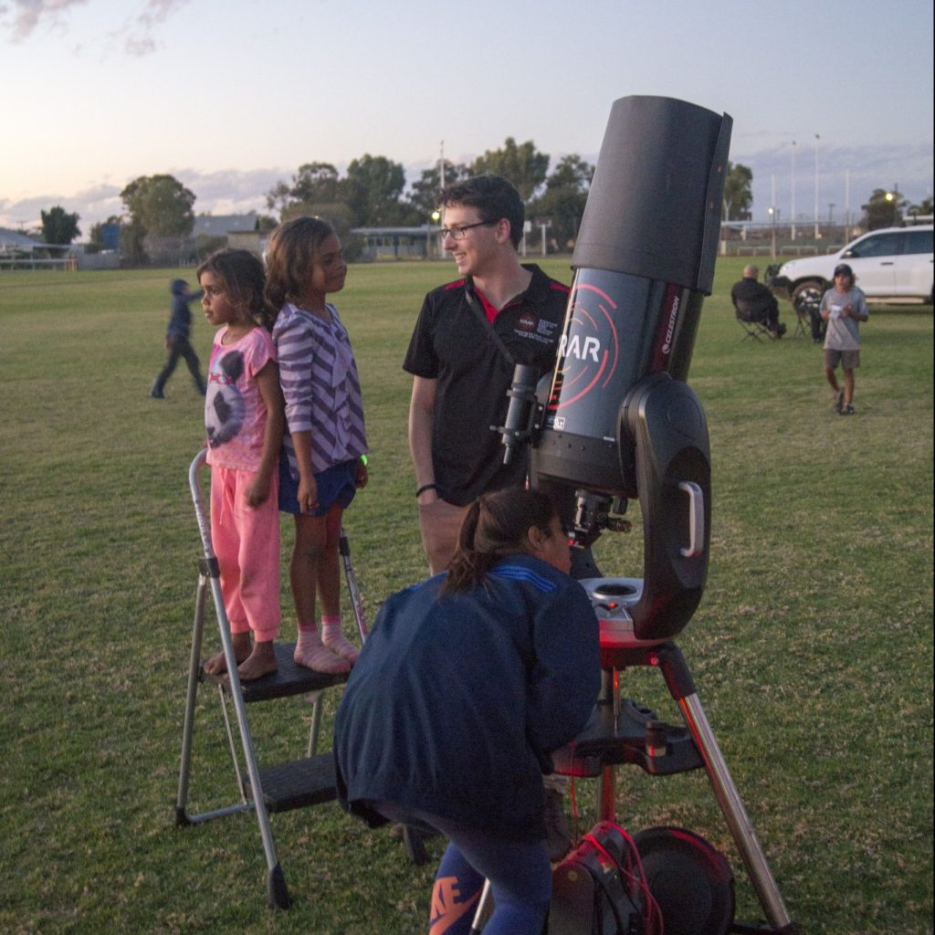 Observing Saturn as the sun sets allowing other bright stars to come out.