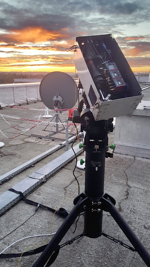 A photo showing the self-guiding optical mount